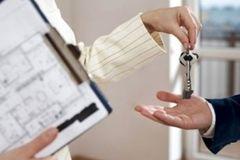 Продати чи подарувати квартиру, що вигідніше?